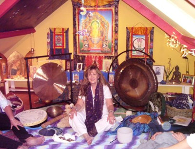 Faith Challinor-Wheatley giving a sound healing workshop at Peace Mala HQ