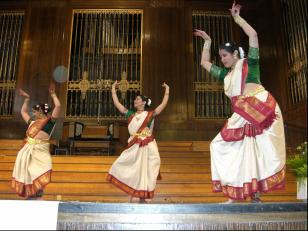 Dancers at the Mela