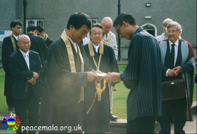 Imran Sheikh presenting a Peace Mala to His Eminence